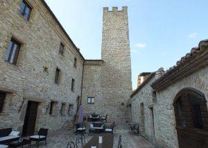 Castello di Giomici dormire in un castello umbria italia