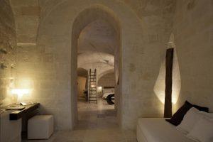 Corte san pietro dormire in grotta matera