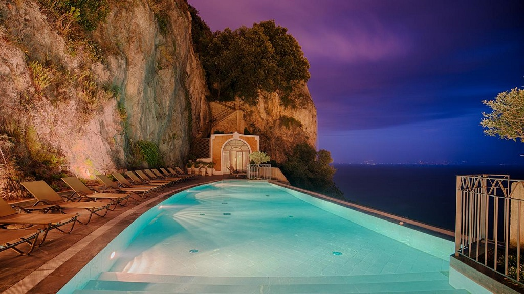 hotel particolari unusual hotels NH Collection Grand Hotel Convento di Amalfi-dormire in abbazia eremo italia